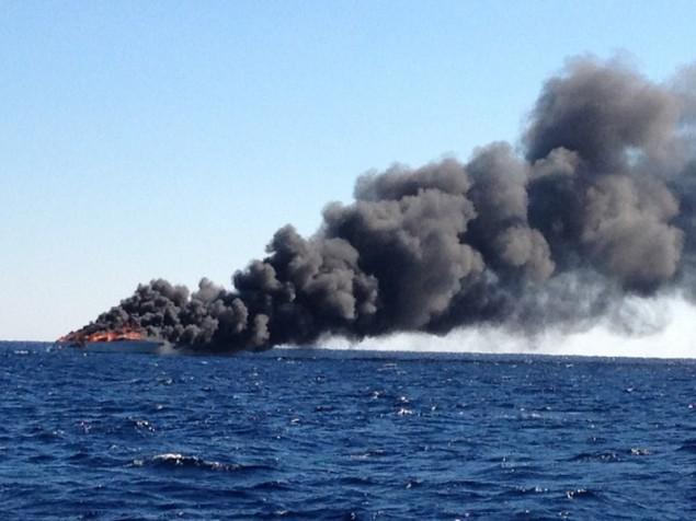 Σκάφος αναψυχής τυλίγεται στις φλόγες και βυθίζετε! - e-Nautilia.gr | Το Ελληνικό Portal για την Ναυτιλία. Τελευταία νέα, άρθρα, Οπτικοακουστικό Υλικό