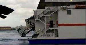 Νταλίκα παρα λίγο να πέσει στην θάλασσα! [βίντεο]