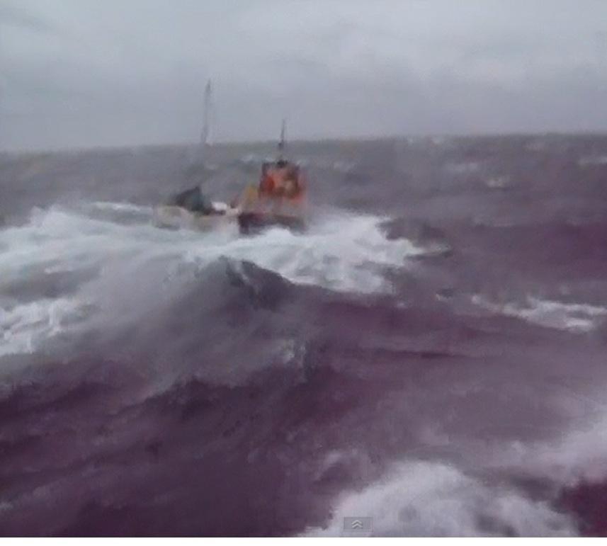 Δείτε την προσπάθεια ναυαγοσωστικού σε αντίξοες καιρικές συνθήκες - e-Nautilia.gr | Το Ελληνικό Portal για την Ναυτιλία. Τελευταία νέα, άρθρα, Οπτικοακουστικό Υλικό