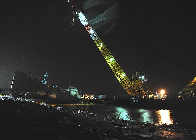 Δείτε δεξαμενόπλοιο το οποίο προσάραξε λόγο του τυφώνα Sandy [Φωτο] - e-Nautilia.gr | Το Ελληνικό Portal για την Ναυτιλία. Τελευταία νέα, άρθρα, Οπτικοακουστικό Υλικό