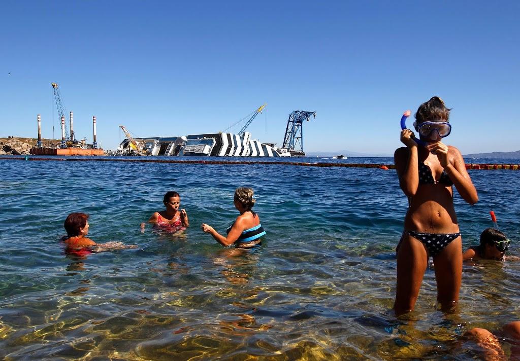 Παραλίγο να πνιγούν για να βγάλουν φωτογραφία το Costa Concordia - e-Nautilia.gr | Το Ελληνικό Portal για την Ναυτιλία. Τελευταία νέα, άρθρα, Οπτικοακουστικό Υλικό