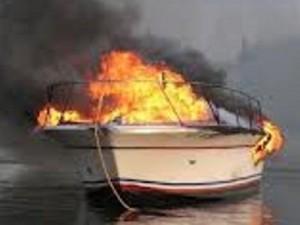Φωτιά ξέσπασε σε τουριστικό σκάφος στη μαρίνα της Λευκάδας - e-Nautilia.gr | Το Ελληνικό Portal για την Ναυτιλία. Τελευταία νέα, άρθρα, Οπτικοακουστικό Υλικό