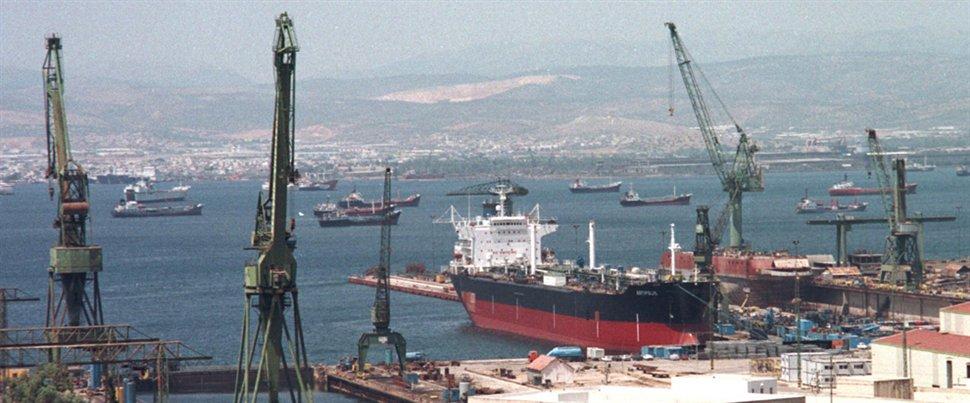 Συγκέντρωση των εργαζομένων στα ναυπηγεία Σκαραμαγκά αύριο στην πλατεία Κλαυθμώνος - e-Nautilia.gr | Το Ελληνικό Portal για την Ναυτιλία. Τελευταία νέα, άρθρα, Οπτικοακουστικό Υλικό
