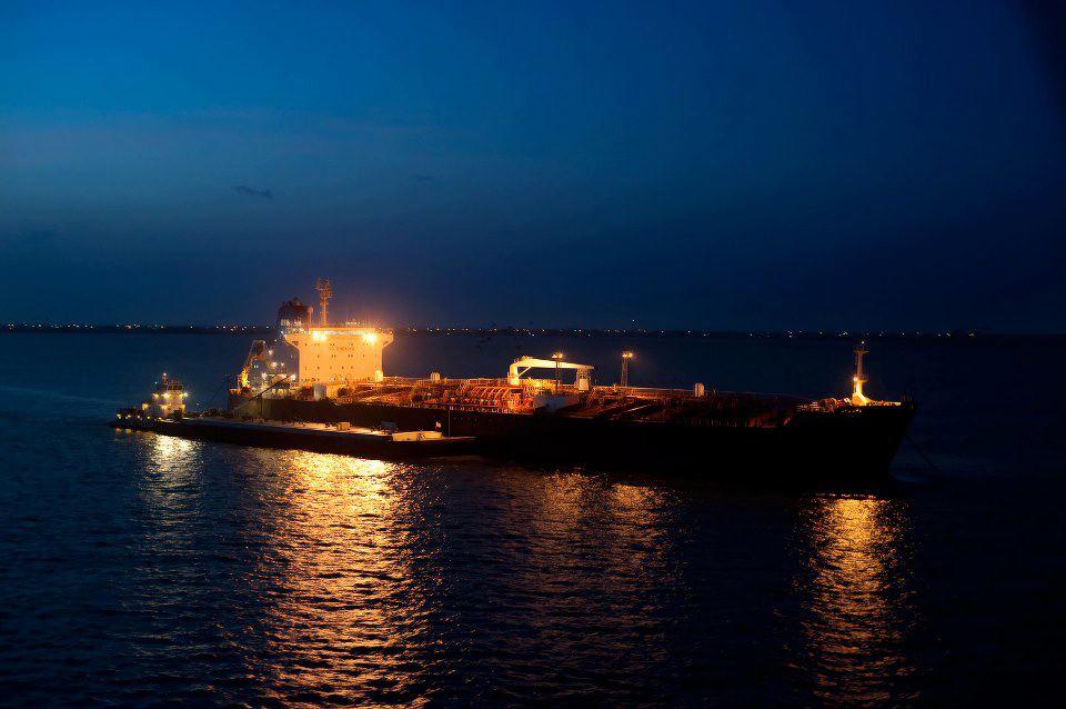 Φωτογραφία ημέρας – Oil tanker at Houston - e-Nautilia.gr | Το Ελληνικό Portal για την Ναυτιλία. Τελευταία νέα, άρθρα, Οπτικοακουστικό Υλικό