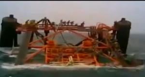 Βύθιση πλατφόρμας πετρελαίου στον Περσικό Κόλπο [βίντεο]