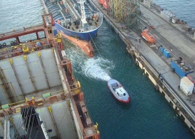 Φωτογραφία ημέρας – The power of a tug - e-Nautilia.gr | Το Ελληνικό Portal για την Ναυτιλία. Τελευταία νέα, άρθρα, Οπτικοακουστικό Υλικό