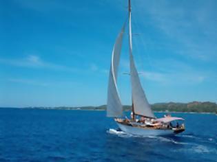 Ακυβέρνητο Ι/Φ σκάφος στις Σπέτσες - e-Nautilia.gr | Το Ελληνικό Portal για την Ναυτιλία. Τελευταία νέα, άρθρα, Οπτικοακουστικό Υλικό