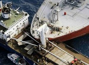 Αποφασίστηκε η ρυμούλκηση των συγκρουσθέντων πλοίων - e-Nautilia.gr   Το Ελληνικό Portal για την Ναυτιλία. Τελευταία νέα, άρθρα, Οπτικοακουστικό Υλικό
