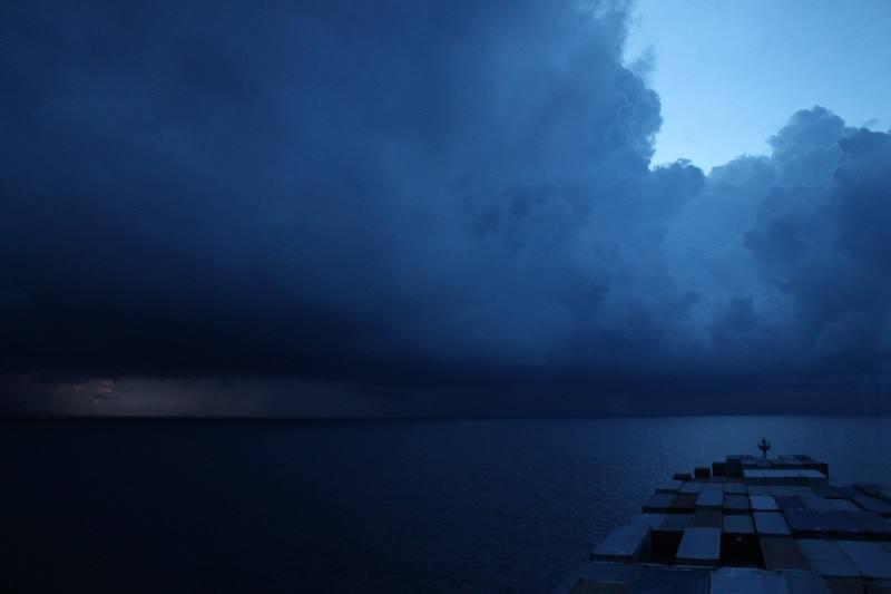 Φωτογραφία ημέρας – Rainstorm - e-Nautilia.gr | Το Ελληνικό Portal για την Ναυτιλία. Τελευταία νέα, άρθρα, Οπτικοακουστικό Υλικό