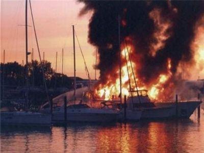 Πυρκαγιά και βύθιση τουριστικού σκάφους - e-Nautilia.gr | Το Ελληνικό Portal για την Ναυτιλία. Τελευταία νέα, άρθρα, Οπτικοακουστικό Υλικό
