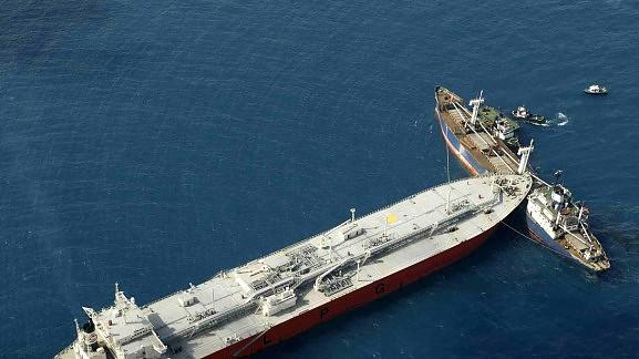 Συνεχίζεται η επιχείρηση αποκόλλησης των δύο πλοίων - e-Nautilia.gr | Το Ελληνικό Portal για την Ναυτιλία. Τελευταία νέα, άρθρα, Οπτικοακουστικό Υλικό