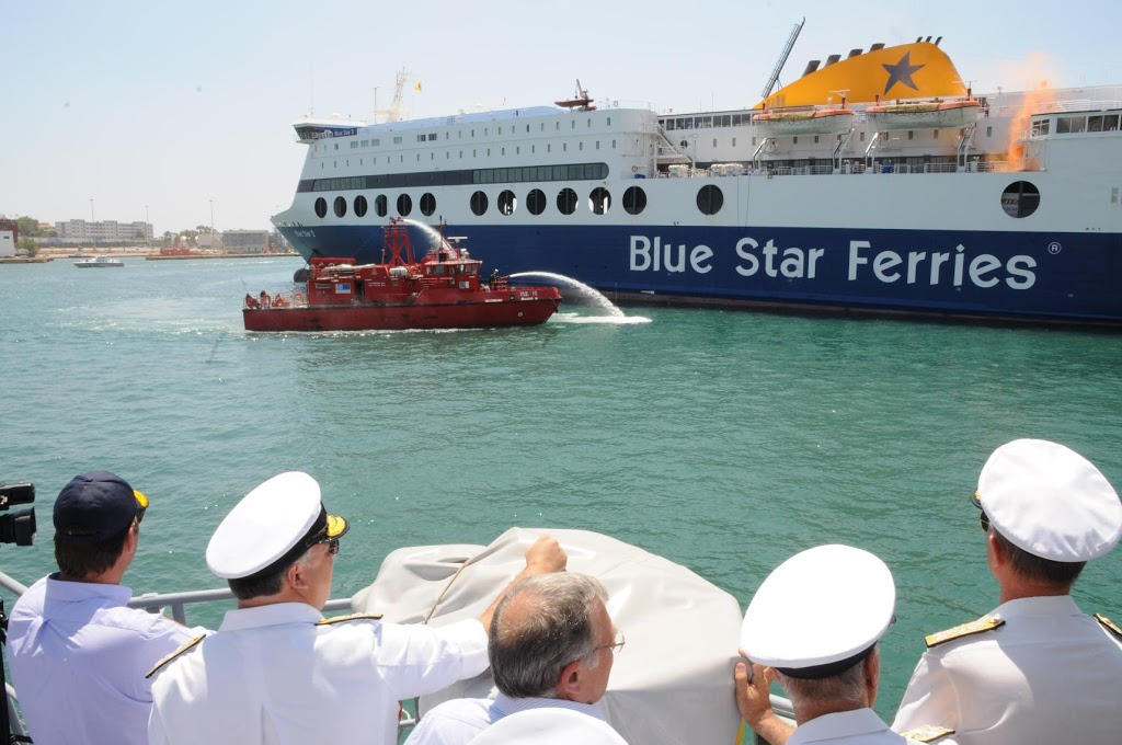 Στις «φλόγες» παραδόθηκε το Blue Star 2 - e-Nautilia.gr | Το Ελληνικό Portal για την Ναυτιλία. Τελευταία νέα, άρθρα, Οπτικοακουστικό Υλικό