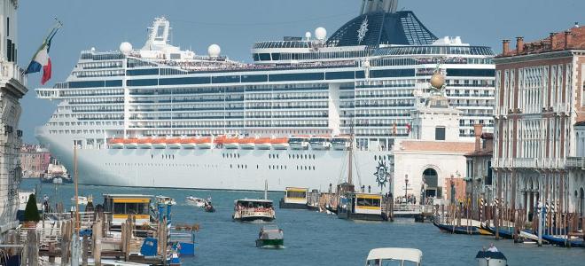 Θύελλα διαμαρτυριών για την «εισβολή» κρουαζιερόπλοιων στη Βενετία - e-Nautilia.gr | Το Ελληνικό Portal για την Ναυτιλία. Τελευταία νέα, άρθρα, Οπτικοακουστικό Υλικό