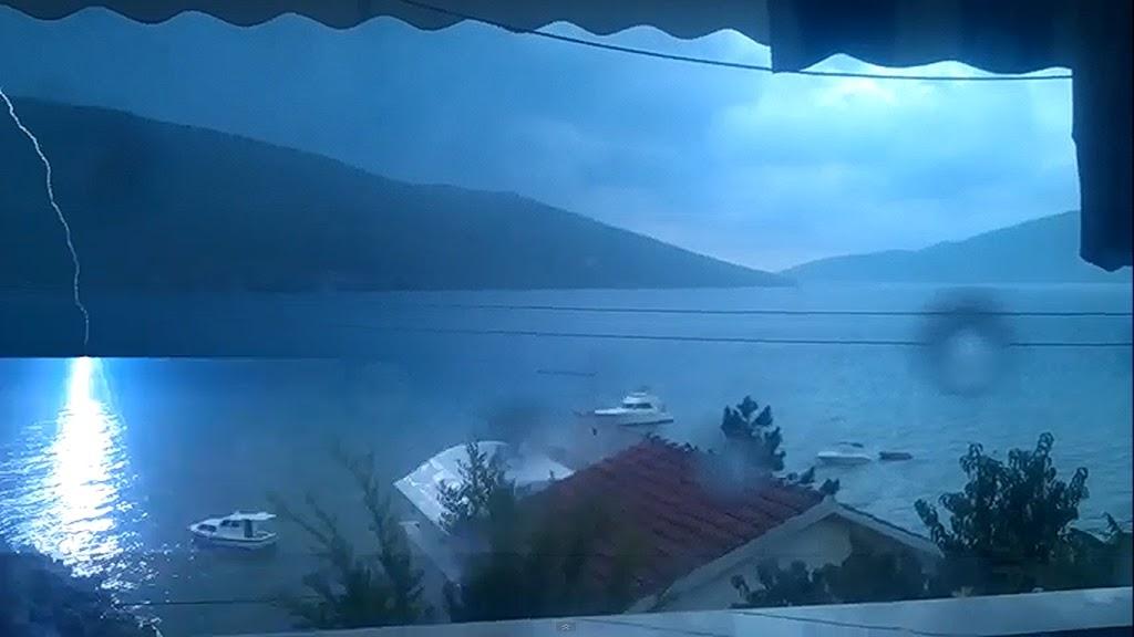 Κεραυνός χτυπάει στην θάλασσα (βίντεο) - e-Nautilia.gr | Το Ελληνικό Portal για την Ναυτιλία. Τελευταία νέα, άρθρα, Οπτικοακουστικό Υλικό