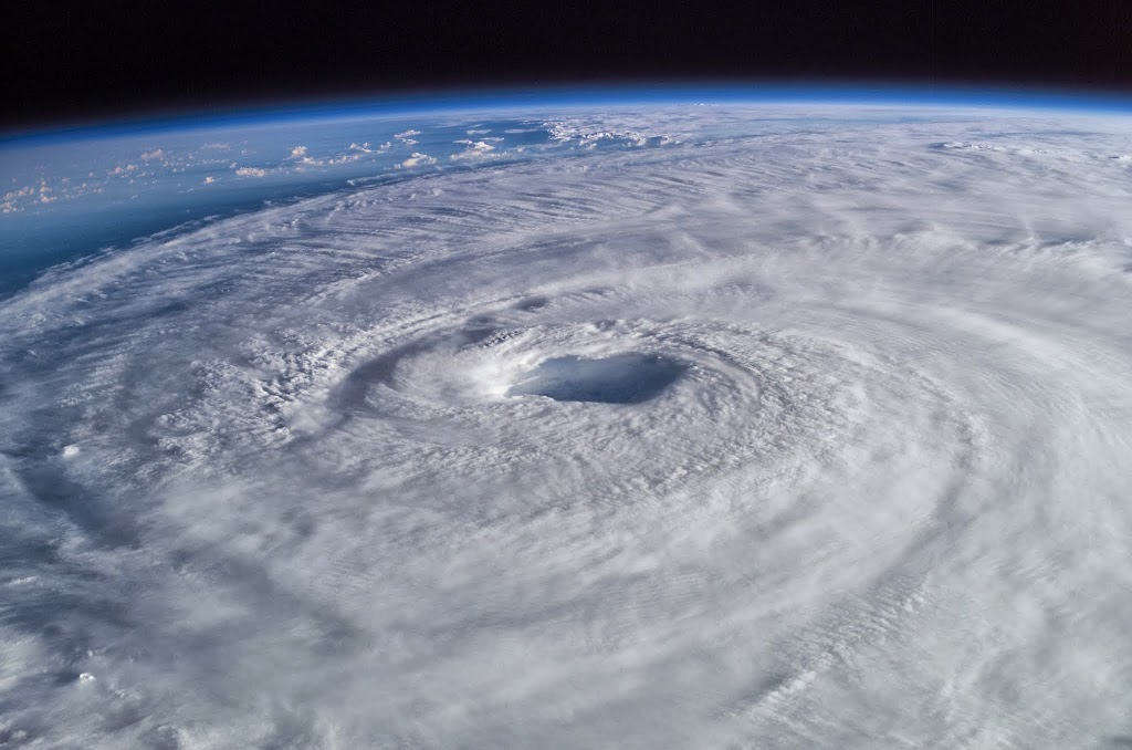 Ένας από τους μεγαλύτερους τυφώνες των τελευταίων χρόνων – Παρακολουθήστε τον live! - e-Nautilia.gr | Το Ελληνικό Portal για την Ναυτιλία. Τελευταία νέα, άρθρα, Οπτικοακουστικό Υλικό