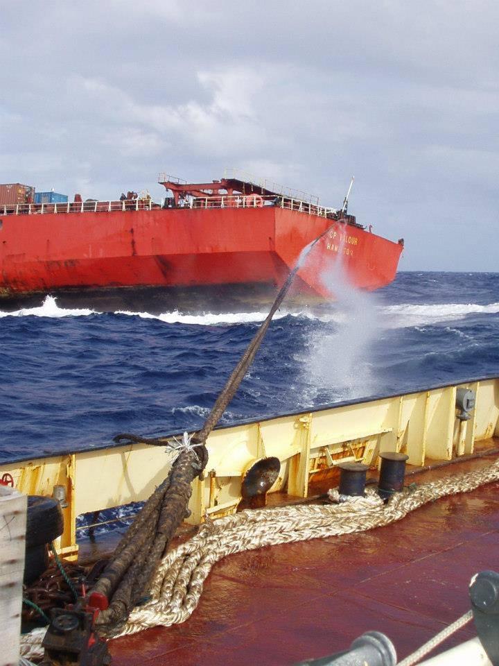 Φωτογραφία ημέρας – Tug of war - e-Nautilia.gr | Το Ελληνικό Portal για την Ναυτιλία. Τελευταία νέα, άρθρα, Οπτικοακουστικό Υλικό