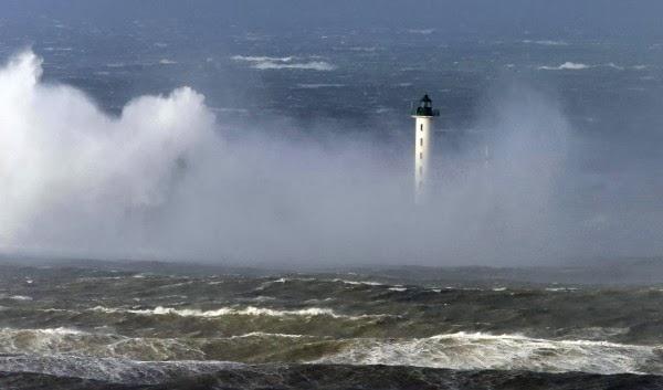 Φονική θύελλα σαρώνει τη δυτική Ευρώπη [φωτο+βίντεο] - e-Nautilia.gr | Το Ελληνικό Portal για την Ναυτιλία. Τελευταία νέα, άρθρα, Οπτικοακουστικό Υλικό