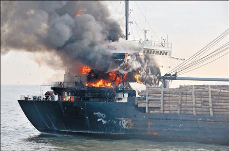 Φωτιά σε φορτηγό πλοίο στην Κίνα [βίντεο] - e-Nautilia.gr | Το Ελληνικό Portal για την Ναυτιλία. Τελευταία νέα, άρθρα, Οπτικοακουστικό Υλικό