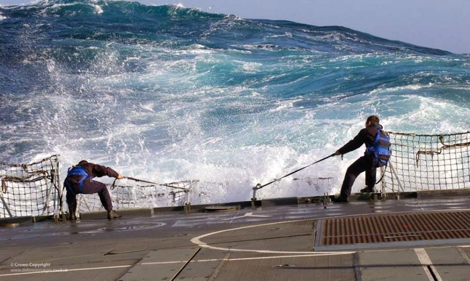 Δουλεύοντας σε αντίξοες συνθήκες - e-Nautilia.gr | Το Ελληνικό Portal για την Ναυτιλία. Τελευταία νέα, άρθρα, Οπτικοακουστικό Υλικό