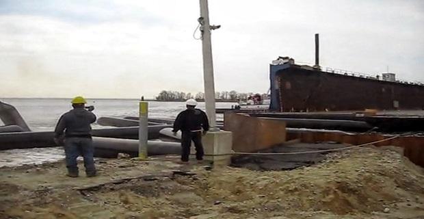 Καθέλκυση φορτηγίδας και…. Μπουλντόζας στη θάλασσα [video] - e-Nautilia.gr | Το Ελληνικό Portal για την Ναυτιλία. Τελευταία νέα, άρθρα, Οπτικοακουστικό Υλικό