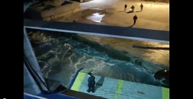 Έσπασε ο καταπέλτης του «Aqua Jewel» στο λιμάνι της Κιμώλου! [vid] - e-Nautilia.gr | Το Ελληνικό Portal για την Ναυτιλία. Τελευταία νέα, άρθρα, Οπτικοακουστικό Υλικό