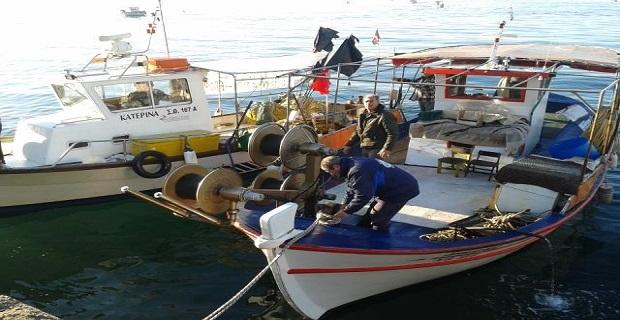 Διαμαρτυρία ψαράδων στη Θεσσαλονίκη για την απαγόρευση αλιείας μπακαλιάρου - e-Nautilia.gr | Το Ελληνικό Portal για την Ναυτιλία. Τελευταία νέα, άρθρα, Οπτικοακουστικό Υλικό