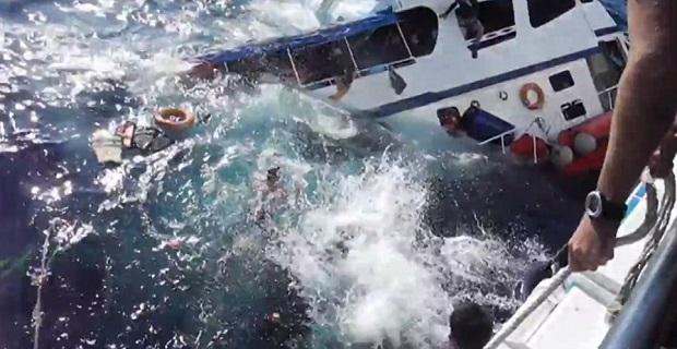 Επιβάτες τουριστικού πλοίου πηδούν στη θάλασσα για να σωθούν![video+pics] - e-Nautilia.gr   Το Ελληνικό Portal για την Ναυτιλία. Τελευταία νέα, άρθρα, Οπτικοακουστικό Υλικό
