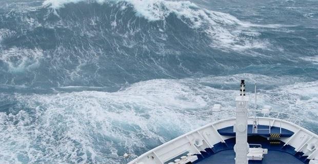 Φωτογραφίες και βίντεο δείχνουν τα τεράστια κύματα που χτύπησαν το «Marco Polo» - e-Nautilia.gr | Το Ελληνικό Portal για την Ναυτιλία. Τελευταία νέα, άρθρα, Οπτικοακουστικό Υλικό