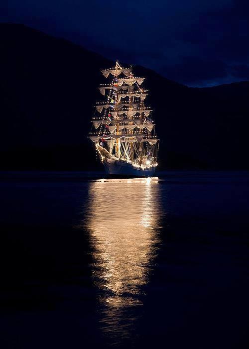 Εκπληκτική φωτογραφία! - e-Nautilia.gr | Το Ελληνικό Portal για την Ναυτιλία. Τελευταία νέα, άρθρα, Οπτικοακουστικό Υλικό