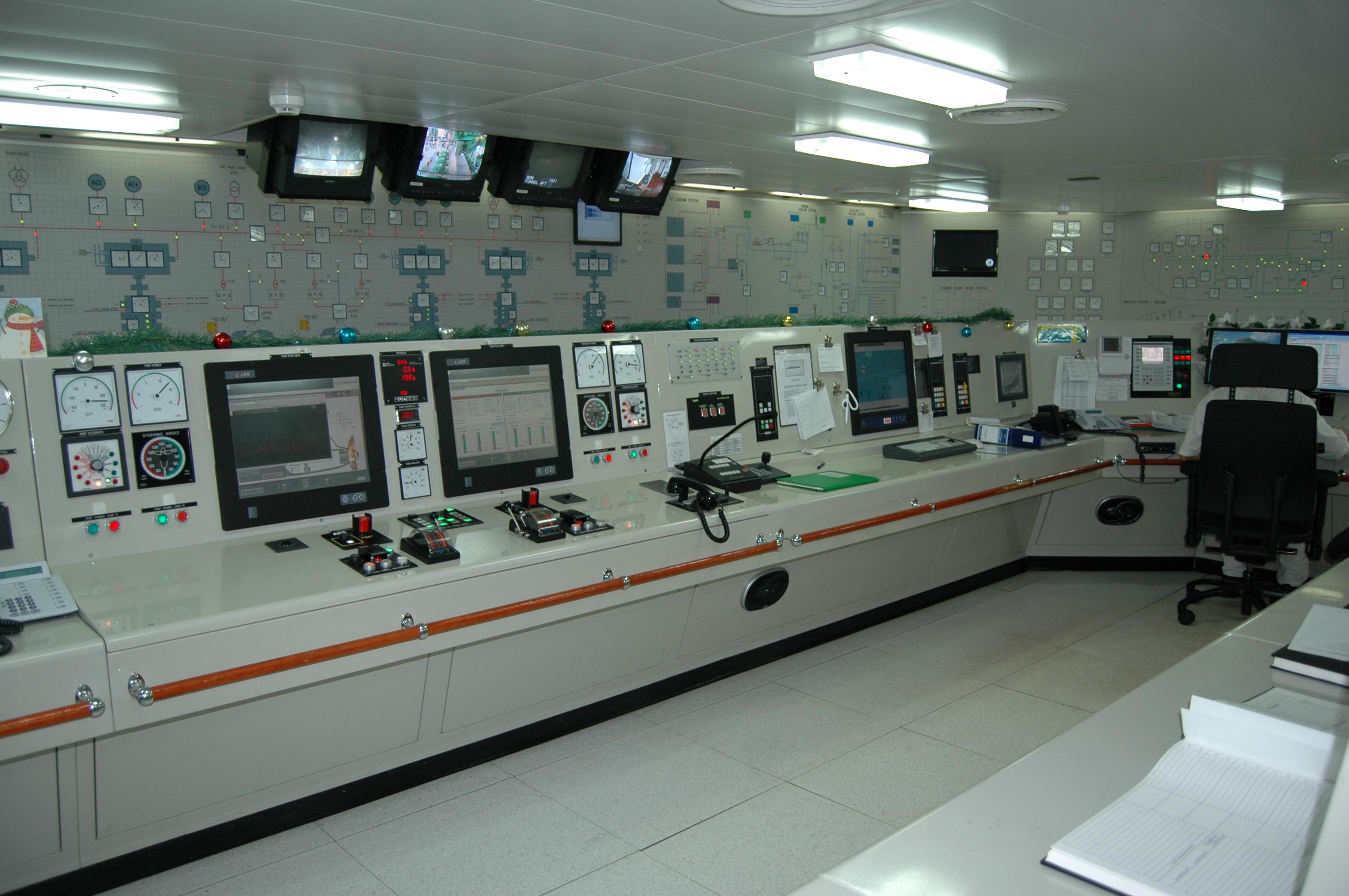 engineer_control_room_pontoporos_nautilia_