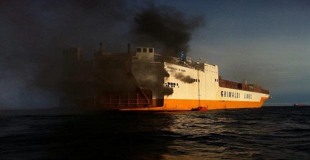 Εικόνες από την πυρκαγιά στο οχηματαγωγό της Grimaldi [pics+vid] - e-Nautilia.gr | Το Ελληνικό Portal για την Ναυτιλία. Τελευταία νέα, άρθρα, Οπτικοακουστικό Υλικό