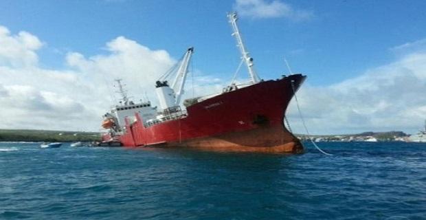 Φορτηγό πλοίο προσάραξε στα Γκαλαπάγκος [pics] - e-Nautilia.gr | Το Ελληνικό Portal για την Ναυτιλία. Τελευταία νέα, άρθρα, Οπτικοακουστικό Υλικό