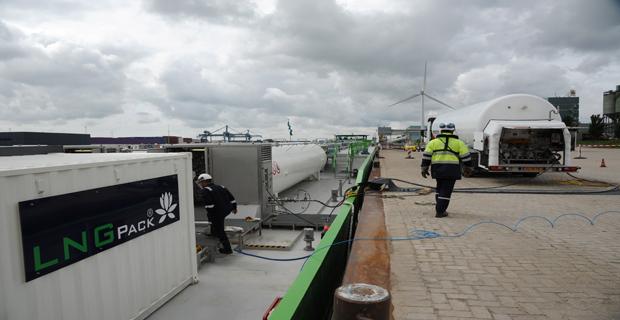 Rotterdam 27 juni 2013. LNG bunkering, Foto Ries van Wendel de Joode HBR