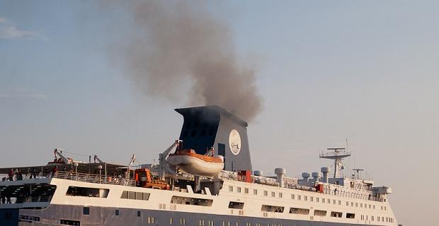 Aτμοσφαιρική ρύπανση προκαλούν oι τσιμινιέρες στο λιμάνι της Ερμούπολης - e-Nautilia.gr | Το Ελληνικό Portal για την Ναυτιλία. Τελευταία νέα, άρθρα, Οπτικοακουστικό Υλικό