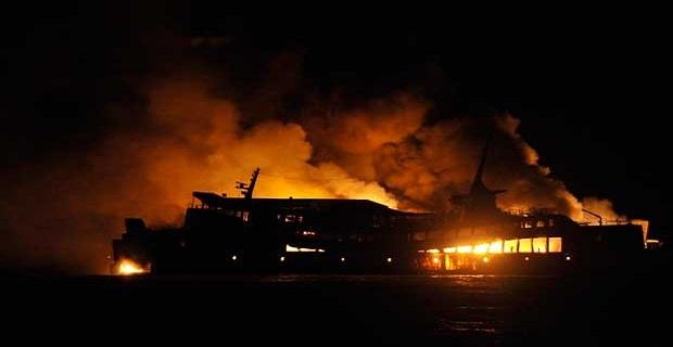 Φέρι μποτ κάηκε ολοσχερώς [pics] - e-Nautilia.gr   Το Ελληνικό Portal για την Ναυτιλία. Τελευταία νέα, άρθρα, Οπτικοακουστικό Υλικό