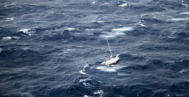 Πλοίο container έσωσε τρείς ιστιοπλόους που έπεσαν σε τυφώνα [video+pics] - e-Nautilia.gr | Το Ελληνικό Portal για την Ναυτιλία. Τελευταία νέα, άρθρα, Οπτικοακουστικό Υλικό