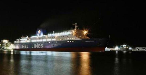 Νυχτερινό traffic στο λιμάνι της Ερμούπολης - e-Nautilia.gr | Το Ελληνικό Portal για την Ναυτιλία. Τελευταία νέα, άρθρα, Οπτικοακουστικό Υλικό
