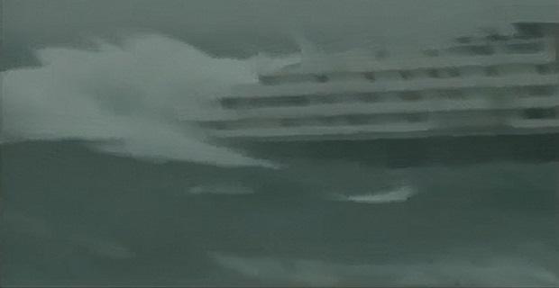 ΤΡΟΜΕΡΟ ΒΙΝΤΕΟ: Κρουαζιερόπλοιο σφυροκοπείται ανελέητα από την άγρια θάλασσα! - e-Nautilia.gr | Το Ελληνικό Portal για την Ναυτιλία. Τελευταία νέα, άρθρα, Οπτικοακουστικό Υλικό