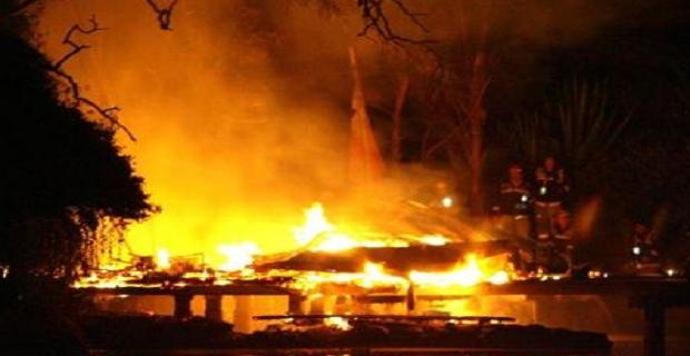 Πυρκαγιά ξέσπασε σε φορτηγίδα στο λιμάνι του Κερατσινίου - e-Nautilia.gr | Το Ελληνικό Portal για την Ναυτιλία. Τελευταία νέα, άρθρα, Οπτικοακουστικό Υλικό