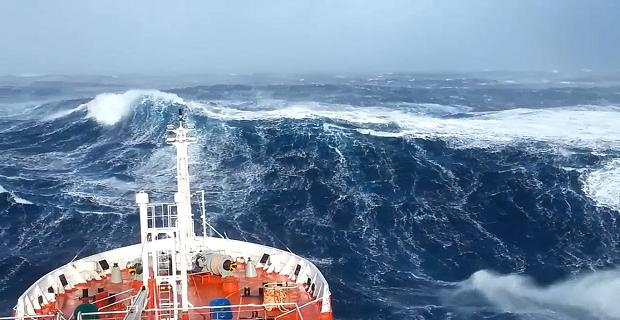 «Χορεύοντας» με τα κύματα! [video] - e-Nautilia.gr | Το Ελληνικό Portal για την Ναυτιλία. Τελευταία νέα, άρθρα, Οπτικοακουστικό Υλικό