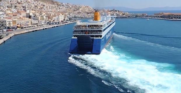 Δέσιμο σε χρόνο ρεκόρ από τον καπετάνιο του «Blue Star Ithaki» [vid] - e-Nautilia.gr   Το Ελληνικό Portal για την Ναυτιλία. Τελευταία νέα, άρθρα, Οπτικοακουστικό Υλικό