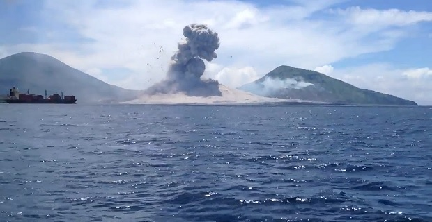 Στην «πρώτη θέση» με θέα την έκρηξη ηφαιστείου βρέθηκαν τα πλοία [vid+pics] - e-Nautilia.gr | Το Ελληνικό Portal για την Ναυτιλία. Τελευταία νέα, άρθρα, Οπτικοακουστικό Υλικό