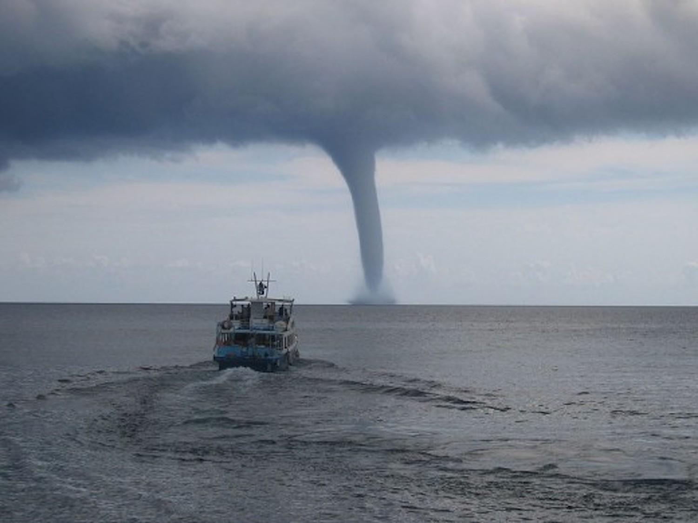 Σίφωνες  (waterspouts) - e-Nautilia.gr | Το Ελληνικό Portal για την Ναυτιλία. Τελευταία νέα, άρθρα, Οπτικοακουστικό Υλικό