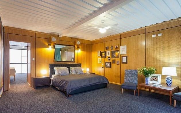 """Η κρεβατοκάμαρα έχει ξύλινους τοίχους για πιο """"ζεστό"""" αποτέλεσμα αλλά η οροφή είναι τμήμα ενός κοντέινερ!"""
