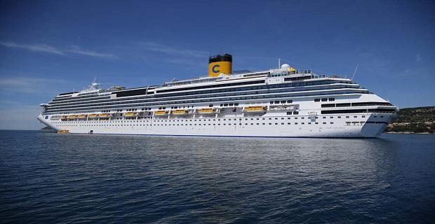 Split, 10.05.2012 - Kruzer Costa Fascinosa doplovio je ispred Splita