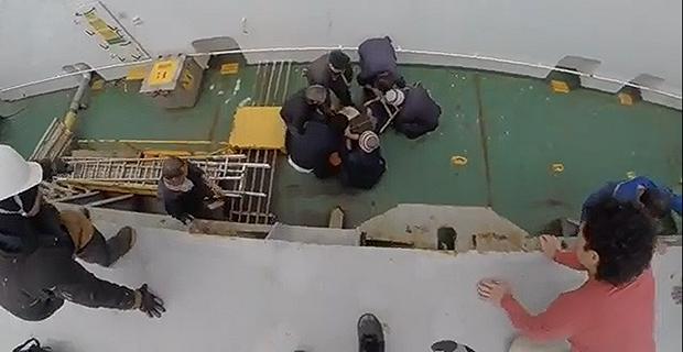 Δείτε την επιχείρηση αεροδιακομιδής ναυτικού από το λιμενικό σώμα [video] - e-Nautilia.gr | Το Ελληνικό Portal για την Ναυτιλία. Τελευταία νέα, άρθρα, Οπτικοακουστικό Υλικό