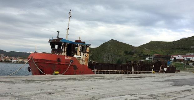 Φεύγει το καμένο πλοίο KONGE από το λιμάνι του Αγίου Νικολάου - e-Nautilia.gr | Το Ελληνικό Portal για την Ναυτιλία. Τελευταία νέα, άρθρα, Οπτικοακουστικό Υλικό