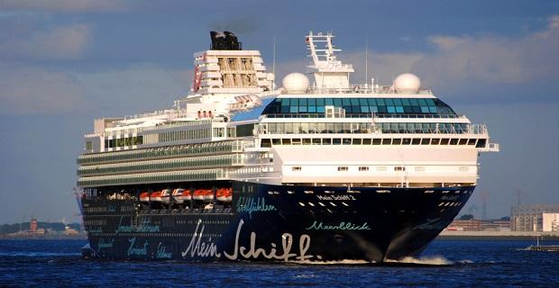 Με Έλληνα καπετάνιο έδεσε κανονικά το Mein Schiff 2 στη Ρόδο! - e-Nautilia.gr | Το Ελληνικό Portal για την Ναυτιλία. Τελευταία νέα, άρθρα, Οπτικοακουστικό Υλικό