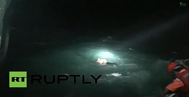 Συγκλονιστικό βίντεο με την επιχείρηση διάσωσης από το ναυάγιο του ερευνητικού πλοίου - e-Nautilia.gr | Το Ελληνικό Portal για την Ναυτιλία. Τελευταία νέα, άρθρα, Οπτικοακουστικό Υλικό