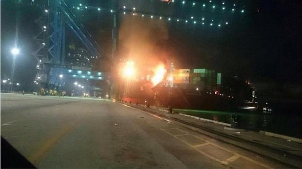Πυρκαγιά μετά από σύγκρουση πλοίων [video+pics] - e-Nautilia.gr | Το Ελληνικό Portal για την Ναυτιλία. Τελευταία νέα, άρθρα, Οπτικοακουστικό Υλικό